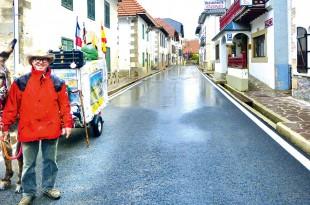 Dieter Dutzi mit Esel Anton auf seiner Pilgerreise