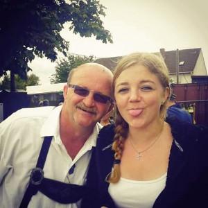 Laura Schäffner zusammen mit ihrem Papa.