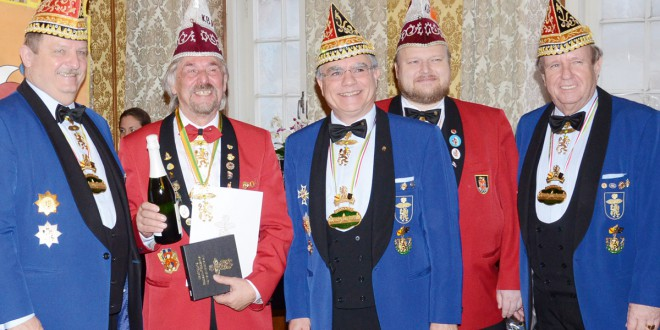 Löwenverleihung am 4.1.2015: Der Goldene Löwe mit Brillanten für Fasnachts-Urgestein Kurt Mach.