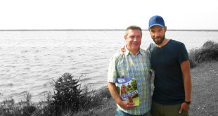 blutsbrüder: Peter (links) wollte seinen Lebensretter Björn kennen lernen und besuchte ihn. Den WILLI nahm er mit und schickte uns dieses Bild. So wurden wir auf seine Geschichte aufmerksam.