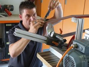Präzision ist angesagt: Andy Sieger weiß vorauf es bei einem guten Messer ankommt.