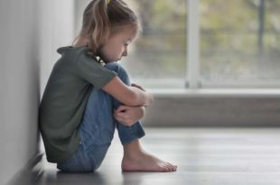 Kind-traurig-bedrohung-gewalt-kindeswohl