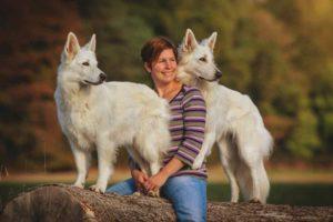 WILLIWUFF: Sabrina mit ihren beiden Hündinnen