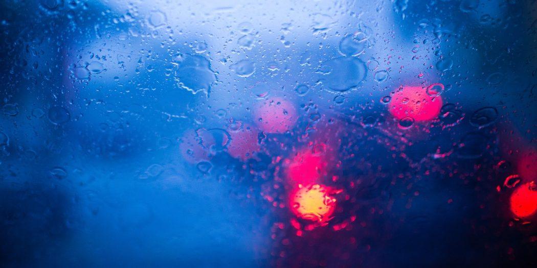 symbolbild-Auto-Regen-Nässe-Schlechte Sicht