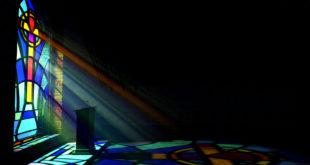 Glauben Religion Kirche Licht Fenster Kreuz_249692857