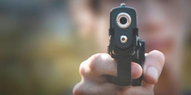 Symbolbild-Waffe-Pistole-Gewalt-Überfall-nspl