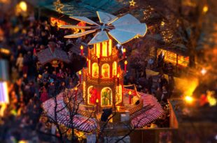 Symbolbild-Weihnachtsmarkt-unscharf-ss517690669