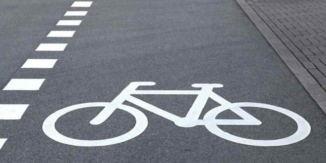 Schutzsstreifen   Radfahrer