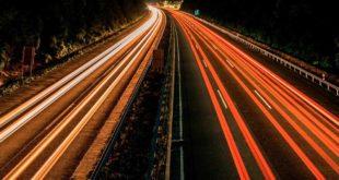 Symbolbild-Autobahn-Geschwindigkeit-Nacht-Verkehr