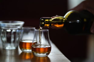 Getränk Whiskey Alkohol Rausch Bar
