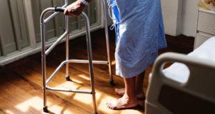 Alter Senioren, Krankheit Pflege Krankenhaus Gehbehinderung