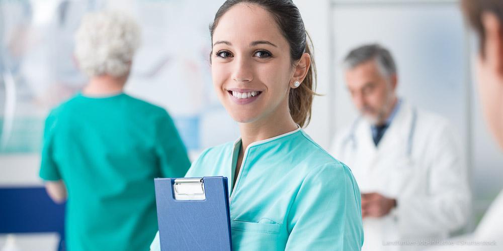 Krankenschwester Arzthelferin Pflegekraft Krankenhaus Klinik Arztpraxis