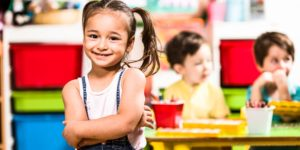 Kindergarten Kind Erzieherin Mädchen
