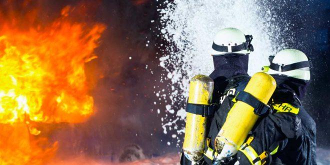 Symbolbild_Feuerwehr_Brand_Löschschaum