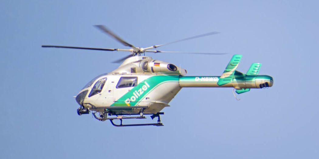 Symbolbild_Suche_Polizeihubschrauber-im-Flug-muc