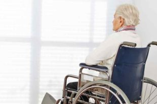 Pflege, Seniorin, Senior, alt, Alter, Seniorenheim, Rollstuhl