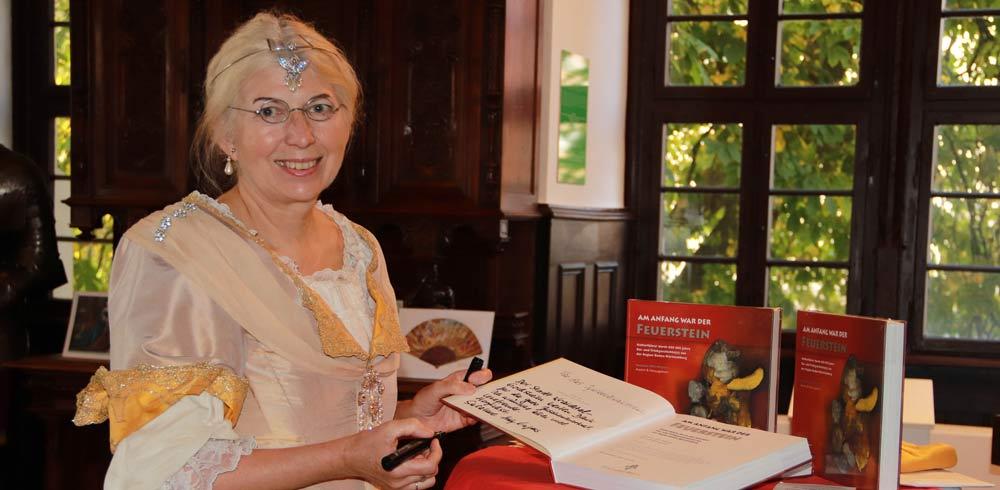 Susanne Hilz-Wagner Buchübergabe Gochsheim