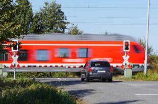 Bahnübergang_Bahn_Zug