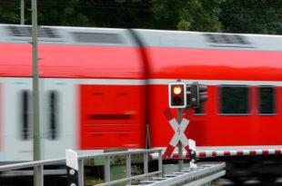Zug Schranke Bahnschranke