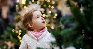 Kind Weihnachtsbaum Weihnachten
