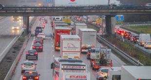 Stau, Unfall, A5, Verkehr