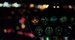 Helikopter bei Nacht Cockpit