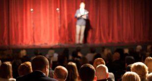 Kabarett Comey Komiker Bühne Veranstaltung Rede