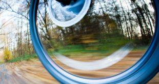 Symbolbild fahrrad schnell Sturz Geschwindigkeit