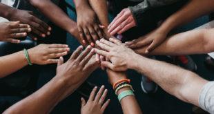 Hände Zusammenhalt gemeinsam Freunde sozial