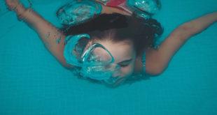 Pool Schwimmbad Kind schwimmen Freibad
