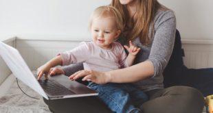 Mutter Kind Familie Laptop Alleinerziehend