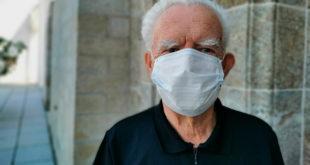 Senioren Corona Maske Pflege